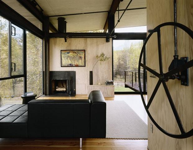 Uma casa com arquitetura premiada na montanha  (Foto: Divulgação)