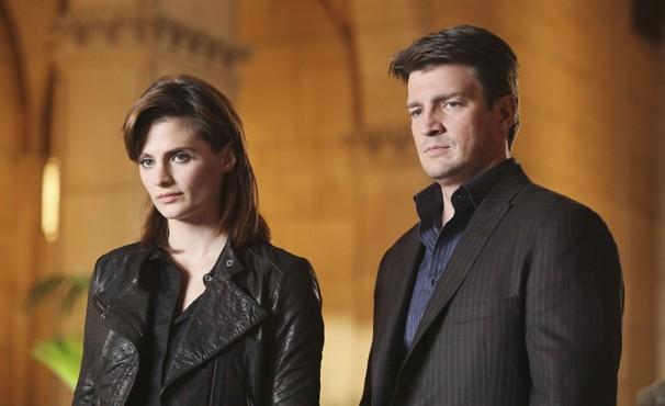 Beckett e Castle investigam assassinato de um mensageiro (Foto: Divulgação / Disney)