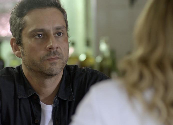 Romero fica surpreso com a atitude de Atena (Foto: TV Globo)