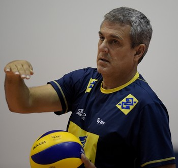 José Roberto Guimarães treino seleção (Foto: Alexandre Loureiro/CBV)