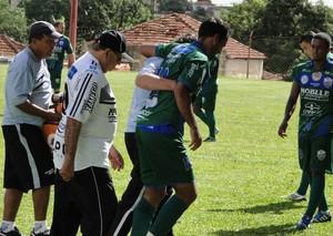 Roger Guerreiro, do Comercial, sente dores no joelho e deixa campo (Foto: Gabriel Lopes / Comercial FC)