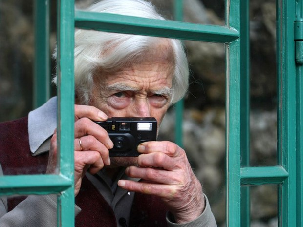 Foto feita em março de 2009 mostra o fotógrafo Marc Riboud no Museu da Vida Romântica, em Paris (Foto: Joel Saget / AFP)