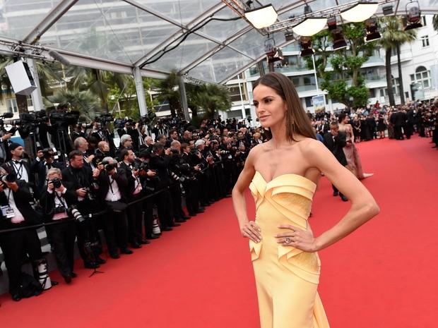Izabel Goulart em première de filme em Cannes, na França (Foto: Loic Venance/ AFP)