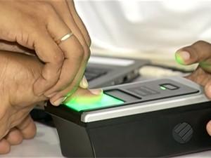 Eleitores fazem cadastramento biometrico em Parauapebas (Foto: Reprodução/TV Liberal)