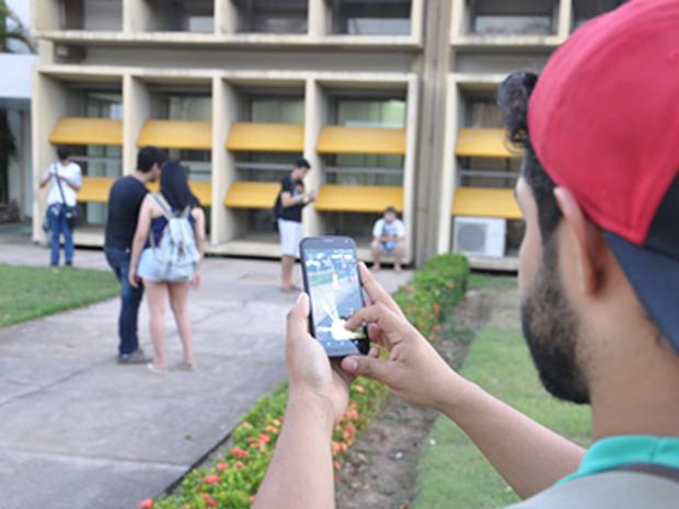 Professor contratatou plano de internet mais caro para jogar 'Pokémon Go' (Foto: Desirêe Galvão/G1)