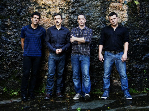 Dado Villa Lobos, Charles Gavin, Dé Palmeira e Toni Platão reinventam sucessos da música latino-americana (Foto: Leo Aversa/Divulgação)