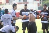 """Após goleada, João Carlos reconhece má atuação: """"Nós erramos demais"""""""