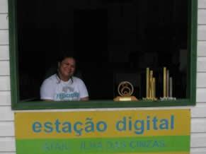 Josi coordena a Estação Digital, único ponto de Internet na região (Foto: Divulgação)