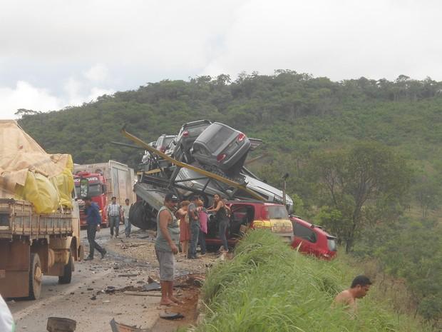 Acidente envolveu cinco veículos. (Foto: David Rocha/VC no G1)