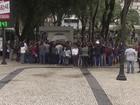 Merendeiras paralisam as atividades em Santos, SP, nesta segunda-feira