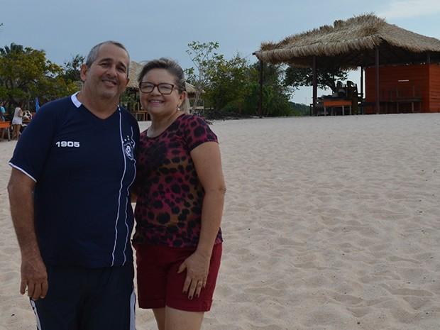 Elton e Mércia visitam a praia com frequência e aprovaram a iniciativa (Foto: Karla Lima/G1)