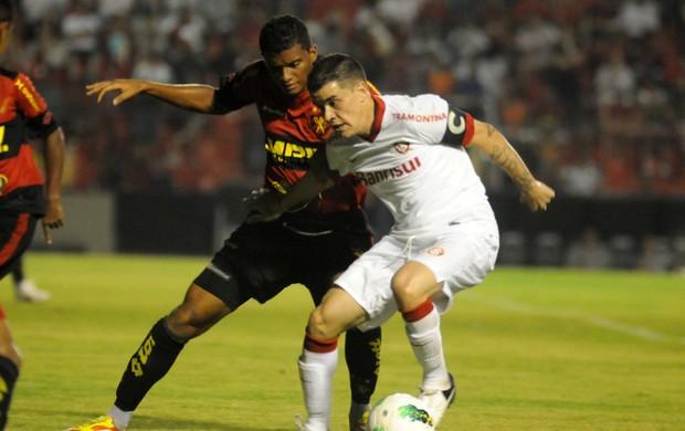 sport x internacional (Foto: Antônio Carneiro / Pernambuco Press)