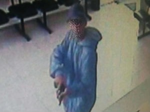Após roubar dinheiro e pertences de alunos, suspeitos fugiram (Foto: Vanguarda Repórter)