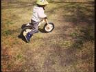 Luciana Gimenez posta foto do filho caçula andando de bicicleta
