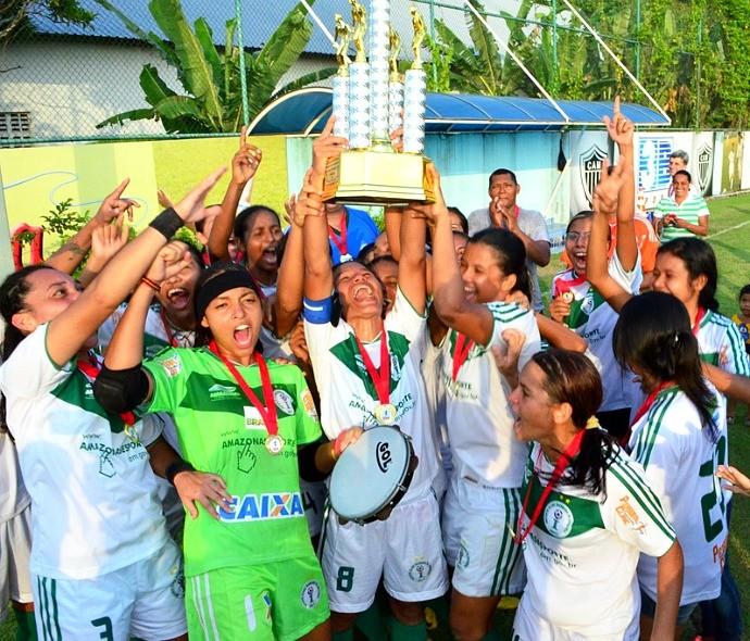 Iranduba tricampeão feminino 2013 (Foto: Emanuel Mendes Siqueira)