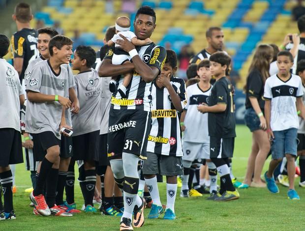 Vitinho, manu, e irmão Vaguinho, botafogo x Vitória (Foto: Pedro Martins/T&T Comunicação)