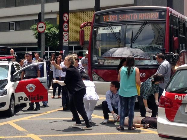 Ciclista atropelado na Avenida Paulista (Foto: Caio Prestes/G1)