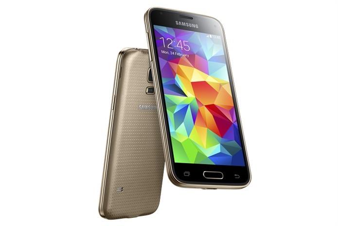 Galaxy S5 mini tem Android KitKat, sensor de batimentos cardíacos e leitor de impressões digitais (Foto: Divulgação/Samsung)