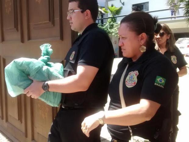 Após duas horas dentro da casa de Sergio Machado, a Polícia Federal, deixou o local com vários documentos (Foto: Gioras Xerez/G1 Ceará)