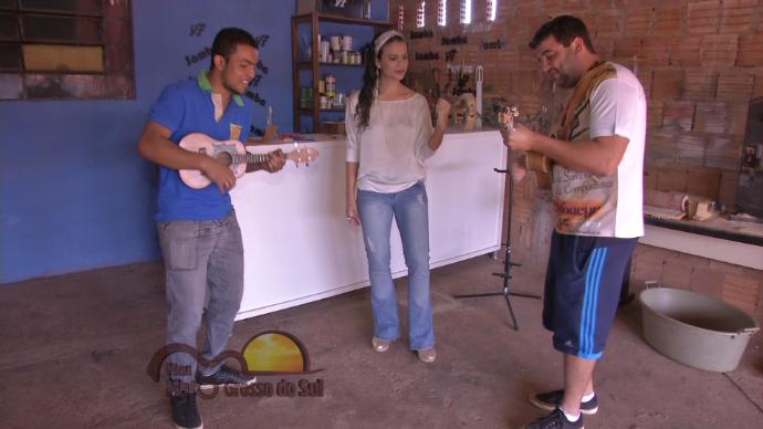 Você vai conhecer o trabalho de um luthier talentoso (Foto: TV Morena)