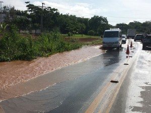 Uma parte da BR-343 ficou interditada por conta de alagamentos em Teresina (Foto: Polícia Rodoviária Federal/Divulgação)