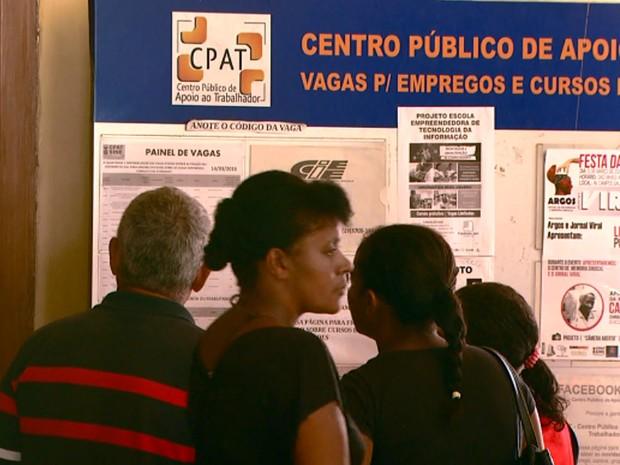 Candidatos buscam vaga de emprego no CPAT em Campinas (Foto: Reprodução EPTV)