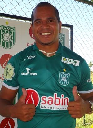 Aloísio Chulapa é apresentado no Gama (Foto: Fabrício Marques / GLOBOESPORTE.COM)