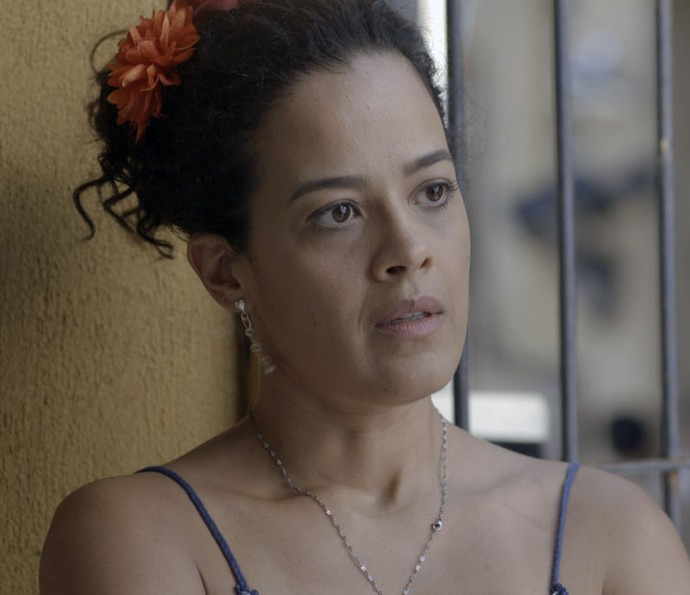 Domingas ouve apelo de Gisela (Foto: TV Globo)