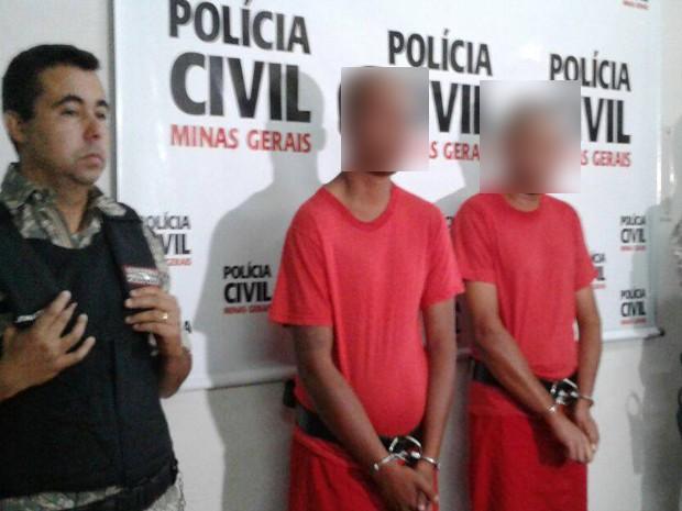 Suspeitos foram apresentados em Itaúna (Foto: Graciele Soares/G1)