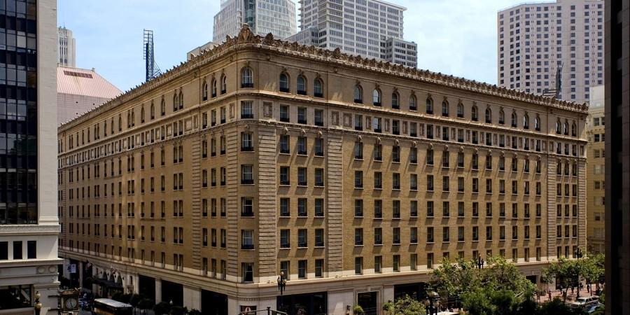 Com 755 quartos, mármore italiano e lustres de cristal, o Palace Hotel, abalou a cena da hotelaria de São Francisco, na Califórnia, em sua inauguração, em 1875. O hotel é conhecido como um dos maiores e mais luxuosos do mundo. (Foto: Divulgação)