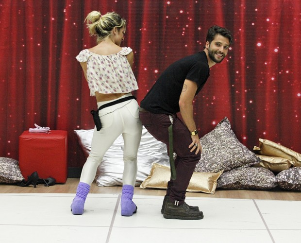 A sintonia do casal é incrível (Foto: Raphael Dias / TV Globo)