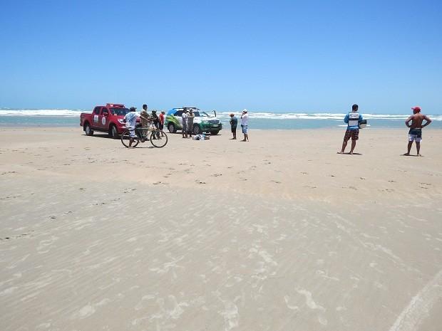 Corpo de homem foi encontrado na praia de Atalaia (Foto: Daniel Santos/Proparnaiba)