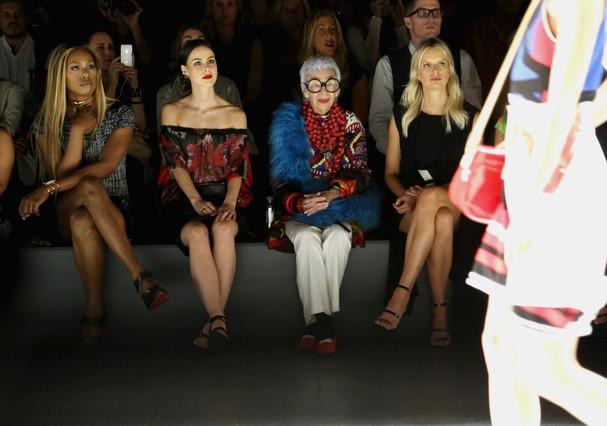 Laverne Cox,  Iris Apfel e Karolina Kurkova na semana de moda de Nova York (Foto: Getty Images for NYFW: The Shows)