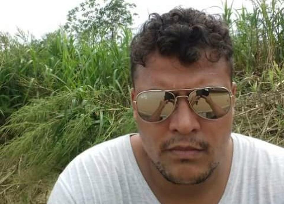 Roberto Reinaldo, de 28 anos, morreu após colidir com ônibus em cruzamento de Rio Branco (Foto: Arquivo pessoal)