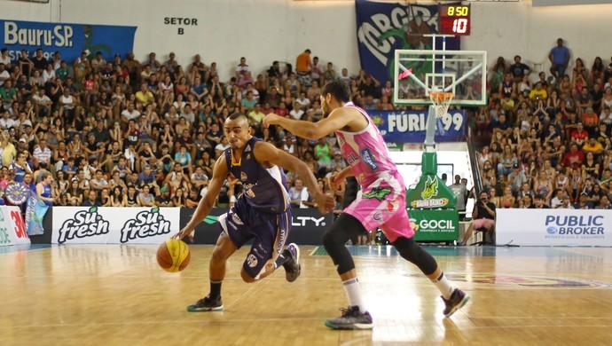Bauru x Mogi das Cruzes Campeonato Paulista de basquete (Foto: Antonio Penedo/Mogi-Helbor)
