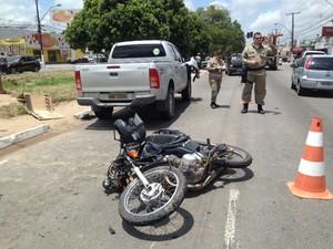 Acidente deixa homem ferido na parte alta de Maceió (Foto: Michelle Farias/G1)