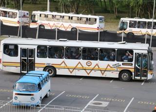 Ônibus torcida do Grêmio Beira-Rio Gre-Nal (Foto: Eduardo Moura/GloboEsporte.com)