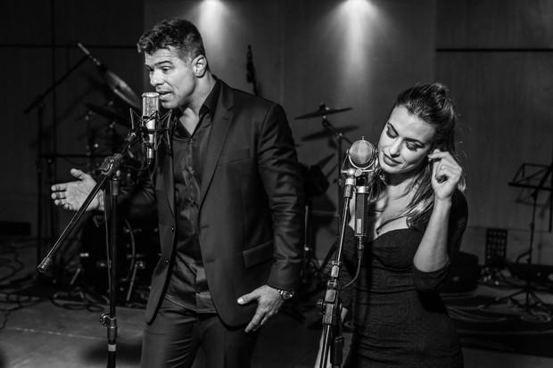 Maurício Mattar e a namorada, Bianca Assumpção (Foto: Alle Vidal/Divulgação)