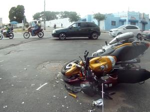 Acidente com ônibus e duas motos deixa feridos em Fortaleza (Foto: Márcelio Bezerra/TV Verdes Mares)