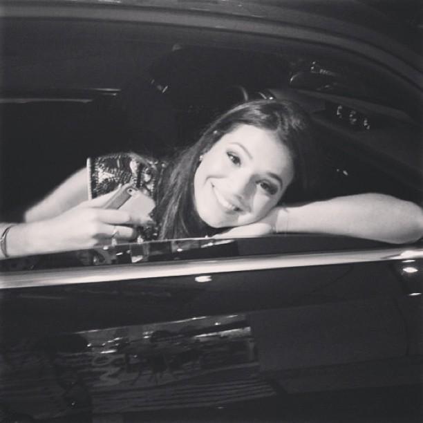 Bruna Marquezine posta foto no carro (Foto: Instagram)