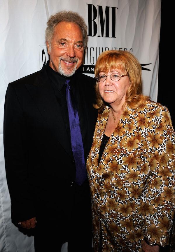 Tom Jones e sua esposa, Linda, que morreu em abril de 2016 (Foto: Getty Images)