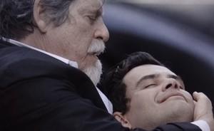 ...vilões se dão mal: Manfred morre e Gertrude é presa após confessar crime (Joia Rara/TV Globo)