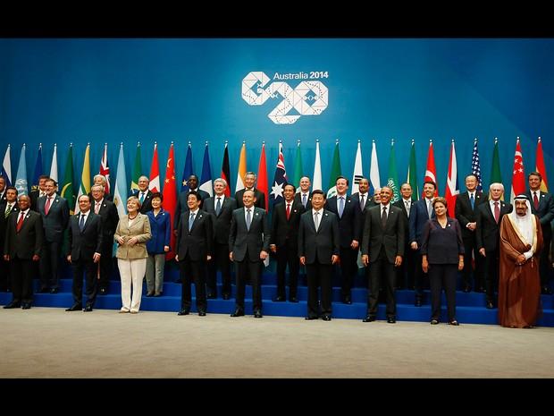 Chefes de Estado posam para a foto oficial da cúpula do G20 que terá seus encontros durante este fim de semana na Austrália (Foto: Jason Reed/Reuters)