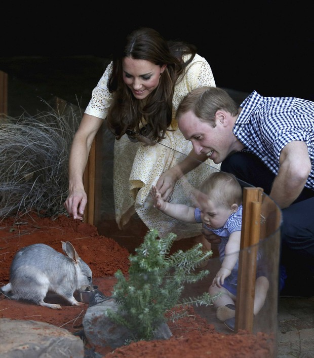 Príncipe William e Kate Middleton com o pequeno George (Foto: Reuters)