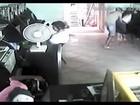 Suspeito de roubo a lan house é preso após ser filmado por câmeras; vídeo