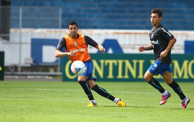 André Santos e Vargas no treino do Grêmio (Foto: Lucas Uebel/Divulgação, Grêmio)
