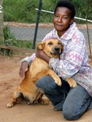 Neile cuida de Lilica desde que ela era filhote (Foto: Fabio Rodrigues/G1)