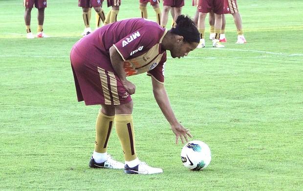 Ronaldinho Gaúcho no treino do Atlético-MG (Foto: Leonardo Simonini / Globoesporte.com)