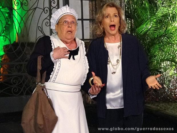 Olívia e Charlô ficam chocadas! (Foto: Guerra dos Sexos / TV Globo)