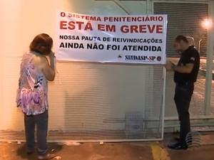 Agentes penitenciários iniciaram paralisação nesta segunda-feira nas unidades prisionais do Oeste Paulista (Foto: Reprodução/TV Fronteira)